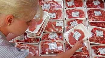 Fleisch wird im Supermarkt häufig zu billig angeboten