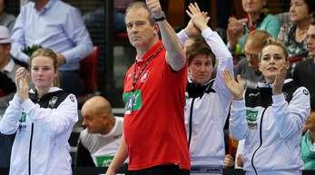 Bundestrainer Henk Groener und die deutschen Handballerinnen: Gibt's auch in den Testspielen gegen Weltmeister Niederlande Grund zu jubeln?
