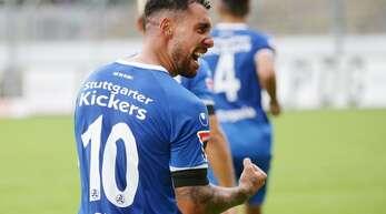 Leitete mit seinem traumhaften Fallrückzieher zum zwischenzeitlichen 1:1 die Wende gegen Walldorf ein: Kickers-Stürmer Christian Giles. (Archivbild)