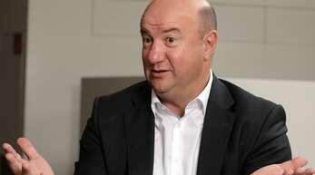 Daimler-Betriebsratschef Michael Brecht wendet sich mit einem Brief an die Belegschaft.
