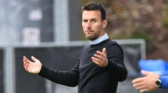 Der Karlsruher Trainer Christian Eichner kann im Heimspiel gegen den SV Darmstadt 98 bis auf Janis Hanek und Dominik Kother aus dem Vollen schöpfen.