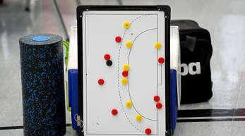 Nicht in allen Handballhallen werden diese Utensilien am Wochenende gebraucht.