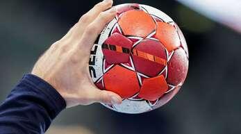In Württemberg soll weiter Handball gespielt werden.