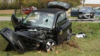 Bei dem Unfall auf der B294 wurden vier Menschen schwer verletzt.