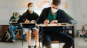 Ruhe im Klassenzimmer kann man anordnen. In einer freiheitlich-demokratischen Gesellschaft klappt das nicht.