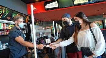 Mit Abstand und Maske war ein Kinobesuch – wie hier im Forum Kino Offenburg – von Ende August bis Ende Oktober möglich. Den erneuten Lockdown für ihre Branche halten die Betreiber Ortenauer Kinos nicht für gerechtfertigt.