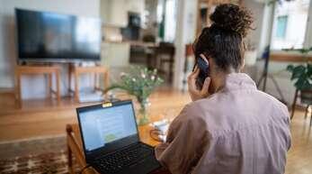 Wer viel von zu Hause arbeitet, hat zwangsläufig höhere Nebenkosten. Wir geben Tipps für die nächste Steuererklärung. (Symbolbild)