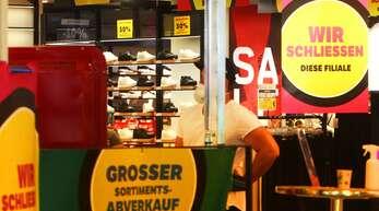 Auch im Weihnachtsgeschäft ist besonders der Modehandel unter Druck. Durch die Corona-Beschränkungen fehlen vor allem in den Innenstädten die Kunden.