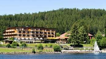 Das Seehotel Wiesler liegt direkt am Titisee im Schwarzwald.