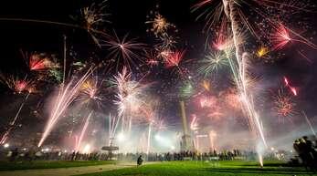 Private Silvester-Feuerwerke haben in letzter Zeit gewaltige Ausmaße angenommen – wie hier zum Jahreswechsel 2018/2019 in Stuttgart. In Zeiten von Corona sind solche Events jedoch problematisch.