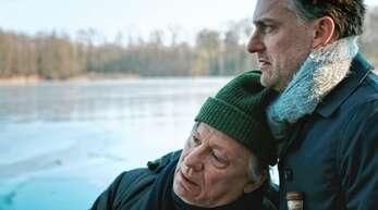 """Szene aus dem Film """"Der Mann der die Welt aß"""" mit Hannes Hellmann (links) als Vater und Johannes Suhm als Sohn. Foto: Johannes Suhm"""