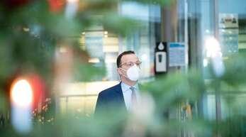 Wird es für mehr Pflegekräfte einen Corona-Bonus geben als bisher? Gesundheitsminister Jens Spahn (CDU) will darüber nachdenken.
