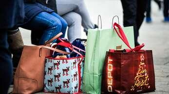 Wer jetzt Weihnachtsgeschenke vor Ort wieder umtauschen will, sollte einige Dinge beachten.