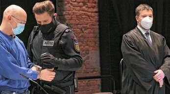 Auch am zweiten Verhandlungstag schwieg der wegen Geiselnahme angeklagte Yves R. und überließ seinen Anwälten die Befragung der an der Kontrolle beteiligten Polizisten.