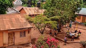 So sieht die Schule mit Kindergarten in Uganda aus, die der Waldorfkindergarten Offenburg seit inzwischen einem Jahr unterstützt.