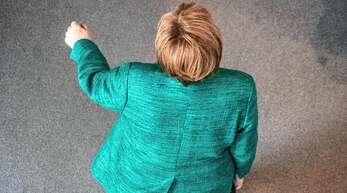 Was, oder besser, wer kommt nach ihrem Abgang? Wer hätte vor 15 Jahren gedacht, dass Angela Merkel, Pfarrerstochter aus Vorpommern, eine ganze Ära prägen würde?
