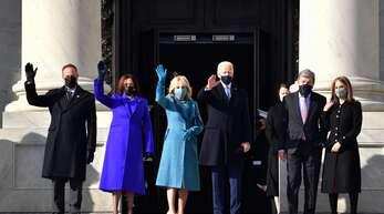 Nr. 46: Joe Biden kommt mit seiner Frau Jill (in Hellblau) und seiner Vizepräsidentin Kamala Harris sowie deren Mann Doug Emhoff (links) zu seiner Inauguration.
