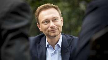 FDP-Chef Christian Lindner will seine Partei nach der Bundestagswahl im Herbst in die Regierung führen. Darauf stimmen sich die Liberalen auch auf ihrem digitalen Dreikönigstreffen in Stuttgart ein.