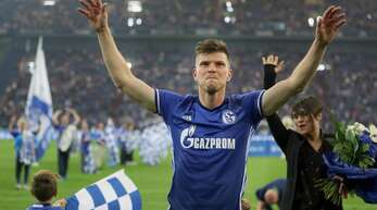 Klaas-Jan Huntelaar von Schalke wird nach seiner Verabschiedung von den Fans gefeiert – nun kehrt der Stürmer zurück.