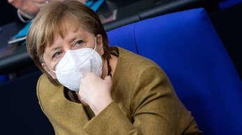 Bundeskanzlerin Angela Merkel (CDU) nach ihrer Regierungserklärung zu den Ergebnissen der Bund-Länder-Runde zur Bewältigung der Corona-Pandemie in der Plenarsitzung des Deutschen Bundestages.