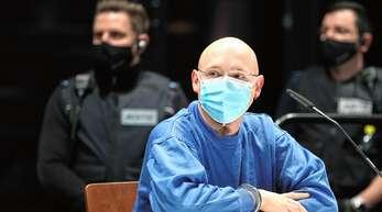 Seine Anwälte fordern für Yves R. eine Strafe von eineinhalb Jahren, ausgesetzt zur Bewährung. Sie sehen den Vorwurf der Geiselnahme nicht erfüllt.