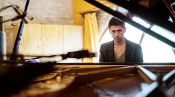 Grégory Ott am Klavier.