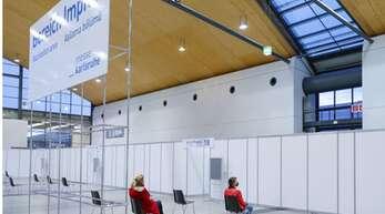 Auf der Messe in Karlsruhe wird derzeit geimpft – Ausstellungen finden vor Ort keine statt.