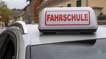 Die Richter sehen sie keine Notwendigkeit, landesweit einheitliche Corona-Maßnahmen für Fahrschulen anzuwenden (Symbolbild).