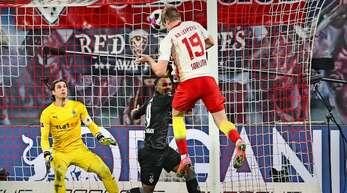 Goldköpfchen Alexander Sörloth trifft zum 3:2 für RB Leipzig.