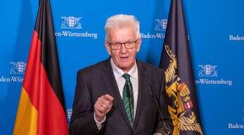Winfried Kretschmann (Grüne) informierte per Videokonferenz.