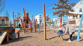 Wenngleich Spielplätze inzwischen wieder geöffnet sind, leiden auch die Kleinsten unter den Maßnahmen zur Eindämmung der Corona-Pandemie.
