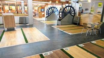 Vom Parkett bis zur Tür, vom Füllstoff bis zur Terrassendiele: Bei der B+M WolzWelt GmbH fächert sich die ganze Welt des Holzes auf. Die Beratung machen gelernte Handwerker.