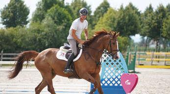 Alexander Schill reitet wegen des Herpes-Virus die nächsten Wochen nur zu Hause auf der Anlage in Altenheim.