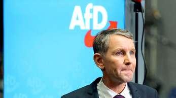 Die AfD hat einen Teilerfolg gegen den Verfassungsschutz erzielt. Vor allem die nationalistische Strömung um Björn Höcke ist im Visier der Behörden. Foto: AFP/Ronny Hartmann