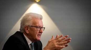 Winfried Kretschmann hat seine Öffnungsstrategie erläutert. (Archivbild)
