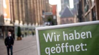 In vielen Kreisen in Baden-Württemberg dürfen Einzelhändler am Montag wieder öffnen.