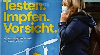 Mitten in der dritten Welle: Die Bundesregierung ruft die Bürger zu größter Disziplin auf. Gesundheitsminister Jens Spahn sagt, das Land befinde sich im letzten Teil des Pandemie-Marathons. Dies sei jedoch auch der schwerste Teil.