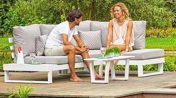 """Bequem, designstark und langlebig - die Gartenmöbel der Eigenmarke """"Essella"""" von TOO-Design."""