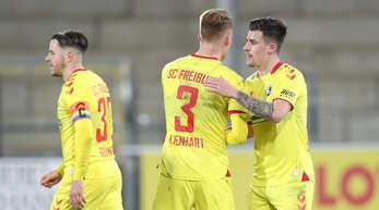 Christian Günter, Philipp Lienhart und Baptiste Santamaria (v.l.) möchten mit dem SC Freiburg in Mönchengladbach punkten.