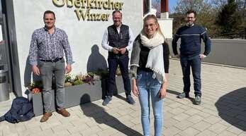 Hannah Spraul lernt bei der Oberkircher Winzer eG und bei Rebveredelung Kiefer und Sester Winzerin. Unser Foto zeigt von links Ralf Sester, Markus Ell, Hannah Spraul und Frank Männle.