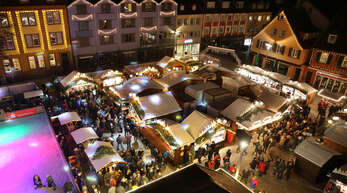 Der Weihnachtsmarkt auf dem Offenburger Marktplatz im Jahr 2019. Auch hier soll eine Diebesbande Bargeld von einem Stand entwendet haben.