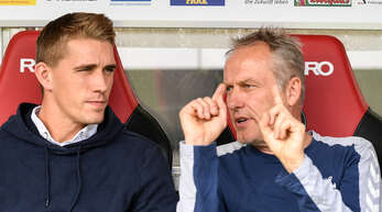 Stürmer Nils Petersen (l.) ist für Trainer Christian Streich wieder ein Kandidat für die Freiburger Startelf in Bielefeld.