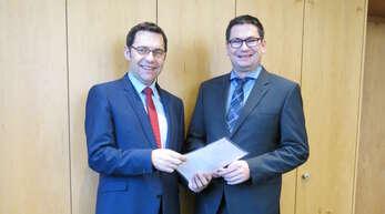 OB Klaus Muttach (links) und Kämmerer Rolf Schmiederer können zufrieden sein mit der Prüfung der Gemeindeprüfungsanstalt.