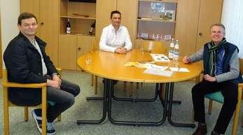 Bäcker Thomas Doll, Metzger Christian Birk und Ortsvorsteher Jürgen Mußler tauschten sich in der Haslacher Ortsverwaltung aus.