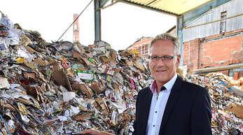 Thomas Dörfer, Prokurist der Albert Köhler GmbH & Co KG, hat Pläne für ein neues Kraftwerk vorgestellt. Das Unternehmen möchte aus ökonomischen wie ökologischen Gründen anstatt Braunkohlestaub Althölzer verfeuern.