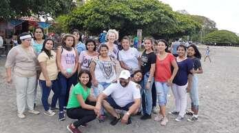 Heike Kirsch(hinten, Mitte) aus Steinach unterstützt die Freundschaftsbrücke Nicaragua