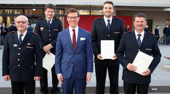 Die Sasbacher Feuerwehr hat einen neuen Kommandanten. Nach der Wahl von Swen Broß stimmten die Gemeinderäte einstimmig für seine Bestellung und die seiner Stellvertreter, von links der scheidende Kommandant Klaus Spengler, Martin Fuß, Bürgermeister Gregor Bühler, Christoph Bühler und der neue Kommandant Swen Broß.