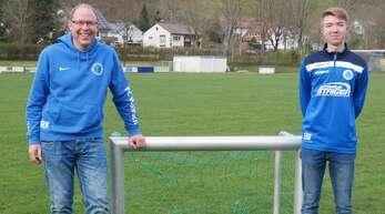 Elias Walter (r.) absolviert zur Zeit sein Freiwilliges Soziales Jahr beim FC Wolfach und der Herlinsbachschule. Das freut auch Jugendleiter Ralf Neef.