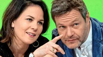 Sie wollen am Montag gemeinsam bekanntgeben, wer als Bundeskanzlerkandidat von Bündnis 90/Die Grünen bei der Bundestagswahl im September für ihre Partei antritt: Annalena Baerbock und Robert Habeck.