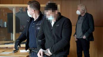 Wegen Raubes und Körperverletzung muss ein 31 Jahre alter Mann für fünf Jahre und neun Monate ins Gefängnis.